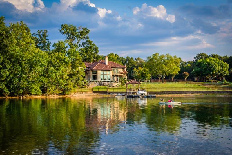 Casa na costa do normando do lago, em Cornelius, North Carolina foto de stock