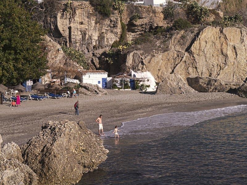 Casa na praia em Nerja na extremidade oriental de Costa del Sol na Espanha imagens de stock royalty free