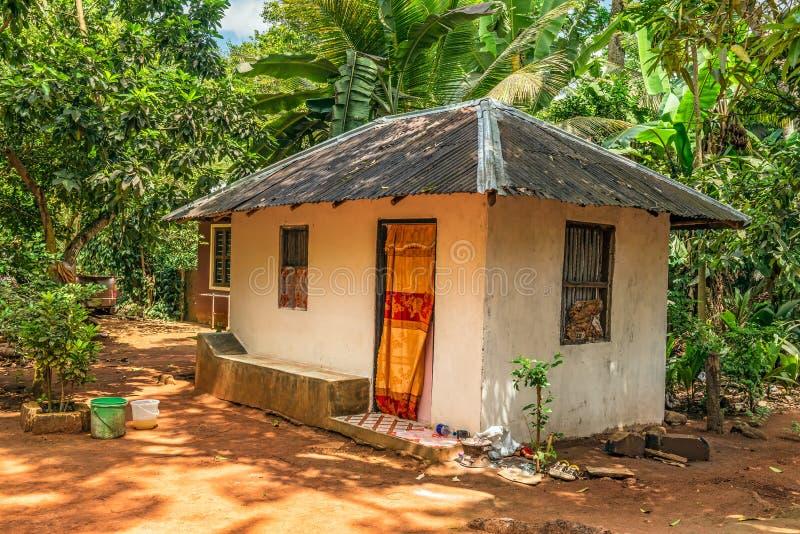 Casa na selva tropical, Zanzibar do fazendeiro, Tanzânia fotografia de stock