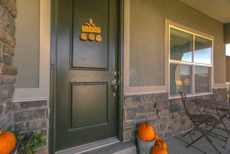Casa nell'alba Utah con le decorazioni di Halloween immagine stock libera da diritti