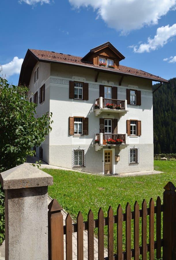 Download Casa no campo foto de stock. Imagem de mansion, italy - 29834832