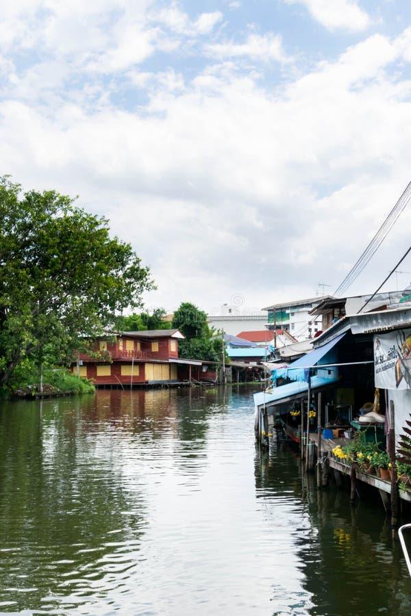 A casa no canal em Banguecoque imagens de stock royalty free