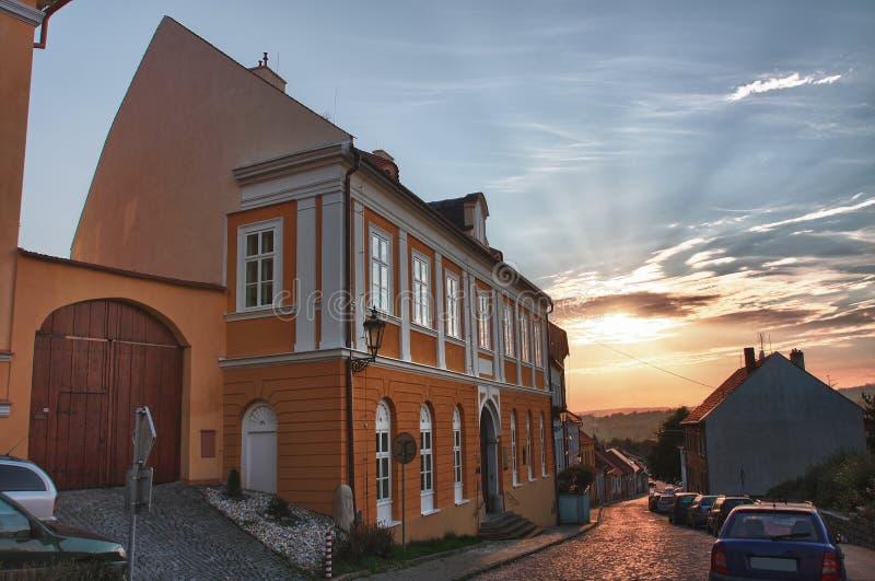Casa no distrito judaico da cidade Boskovice no por do sol imagens de stock royalty free