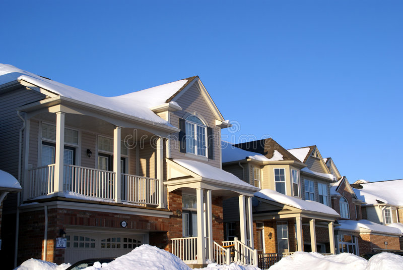 Casa no inverno fotografia de stock royalty free
