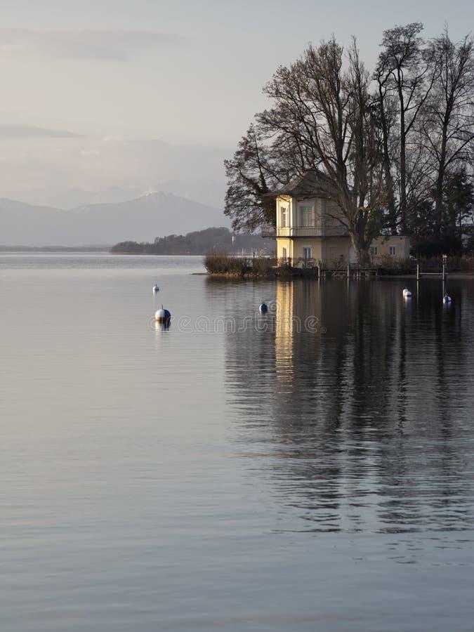 Casa no lago Starnberg fotos de stock