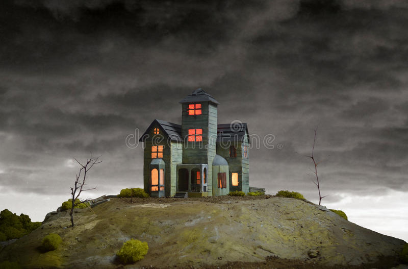 Casa no monte assombrado foto de stock royalty free