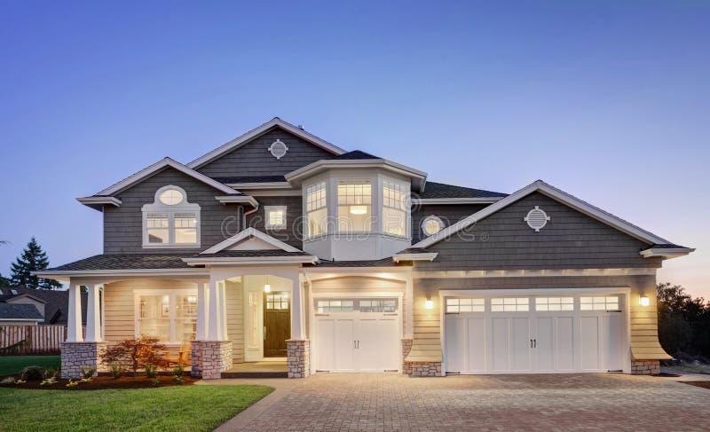 Casa nova bonita imagem de stock