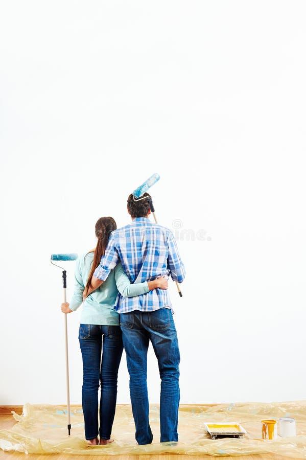 Casa nova de pintura imagem de stock