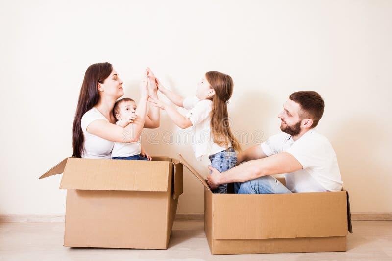 Casa nova para a família imagem de stock