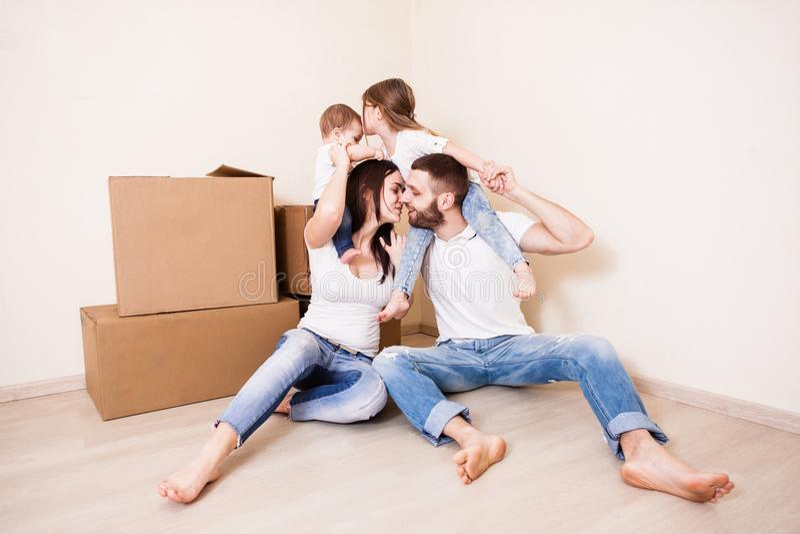 Casa nova para a família fotografia de stock royalty free