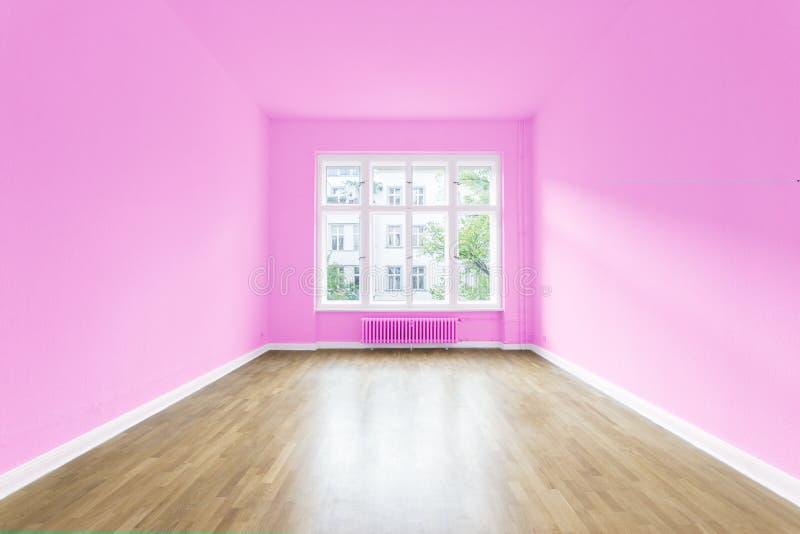 Casa nova sala vazia paredes pintadas imagem de stock for Fotos paredes pintadas