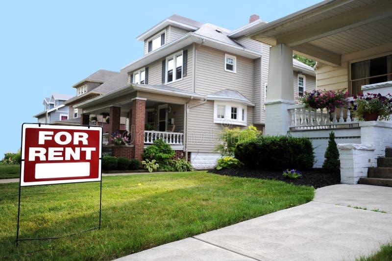 Casa para o sinal do aluguel foto de stock royalty free