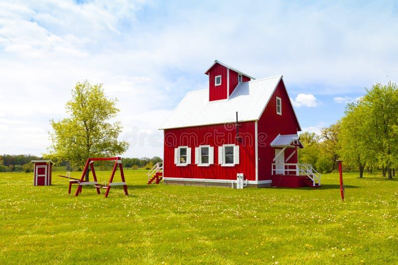 Casa pequena da exploração agrícola fotos de stock