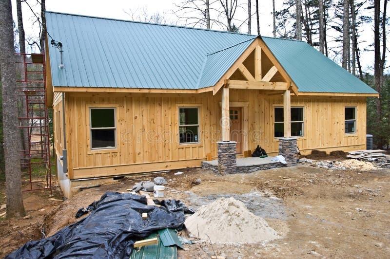 Casa pequena sob a construção foto de stock royalty free