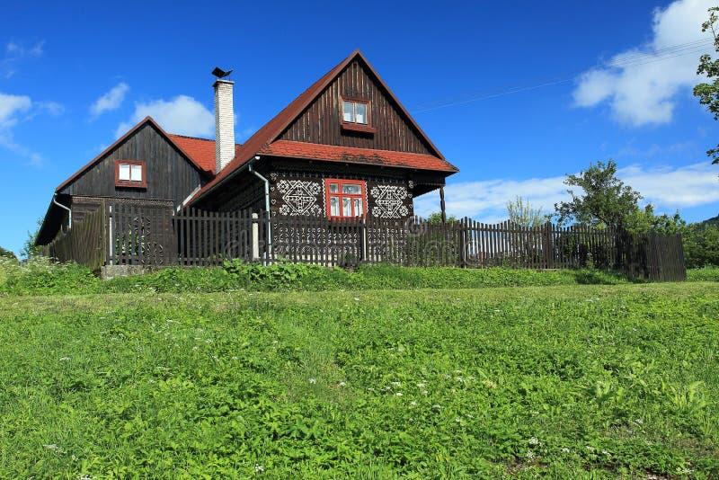 Casa pintada em cicmany fotos de stock royalty free