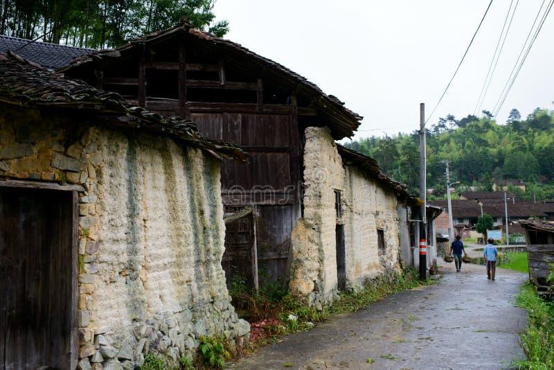 Casa popular en campo chino imagenes de archivo