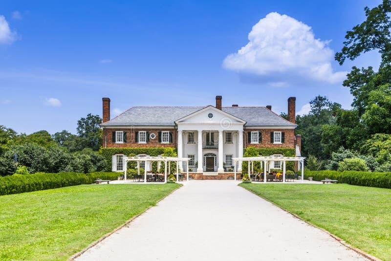 Casa principal em Boone Hall Plantation e em jardins fotos de stock