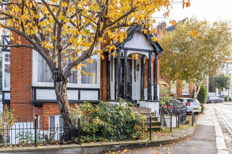 Casa privata nel sobborgo di richmond di londra in autunno for Piano casa di richmond