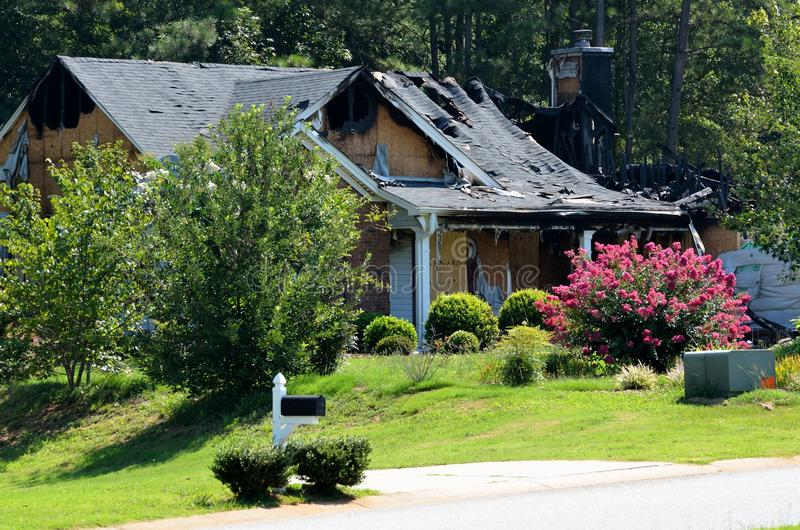Casa queimada fotografia de stock royalty free