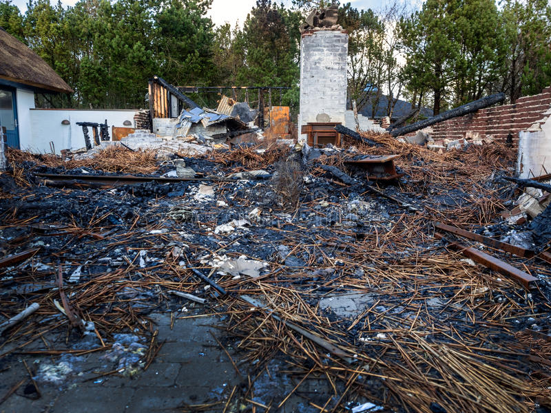 A casa queimou-se para baixo imagem de stock royalty free