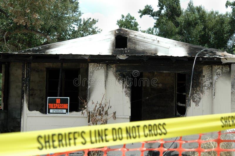 Casa quemada fotografía de archivo