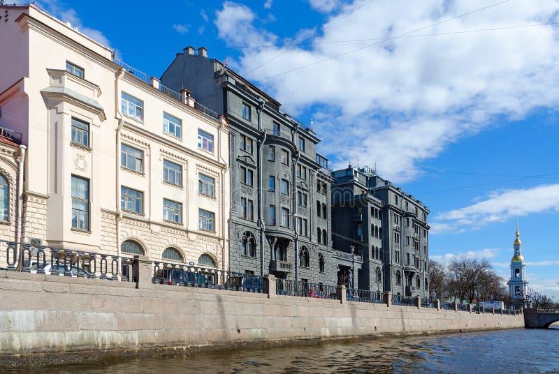 Casa rentable de R g Vege en el muelle del canal de Kryukov, St Petersburg, Rusia fotografía de archivo