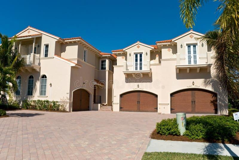Casa residencial en Nápoles - sudoeste la Florida encendido fotos de archivo