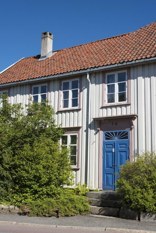 Casa residenziale di legno Bakklandet Trondeim della via immagine stock libera da diritti
