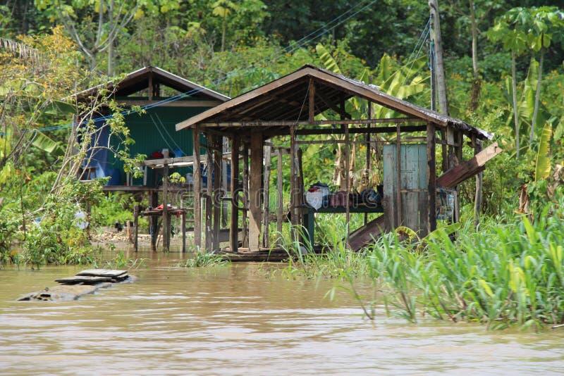 Casa ribeirinho no Rio Madeira, e na inundação do rio fotografia de stock royalty free