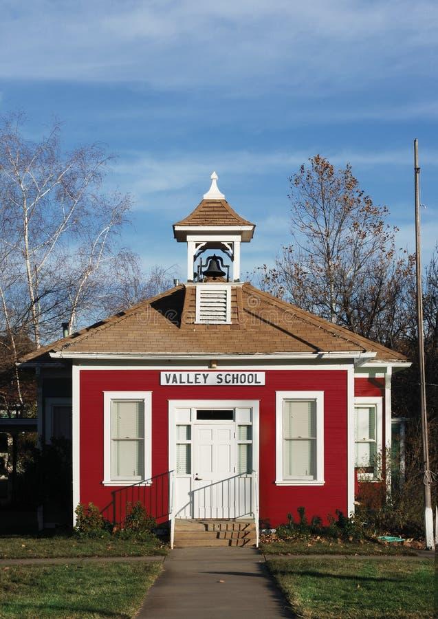 Casa roja de la escuela fotografía de archivo libre de regalías