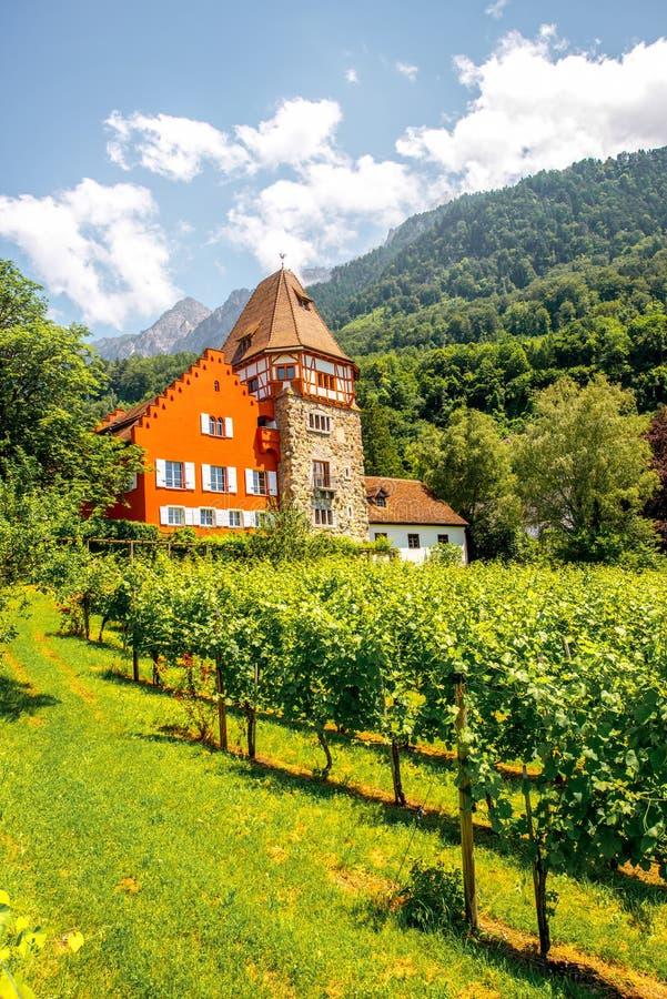 Casa roja en Liechtenstein foto de archivo libre de regalías