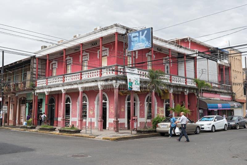 Casa roja en Puerto Limon, Costa Rica foto de archivo