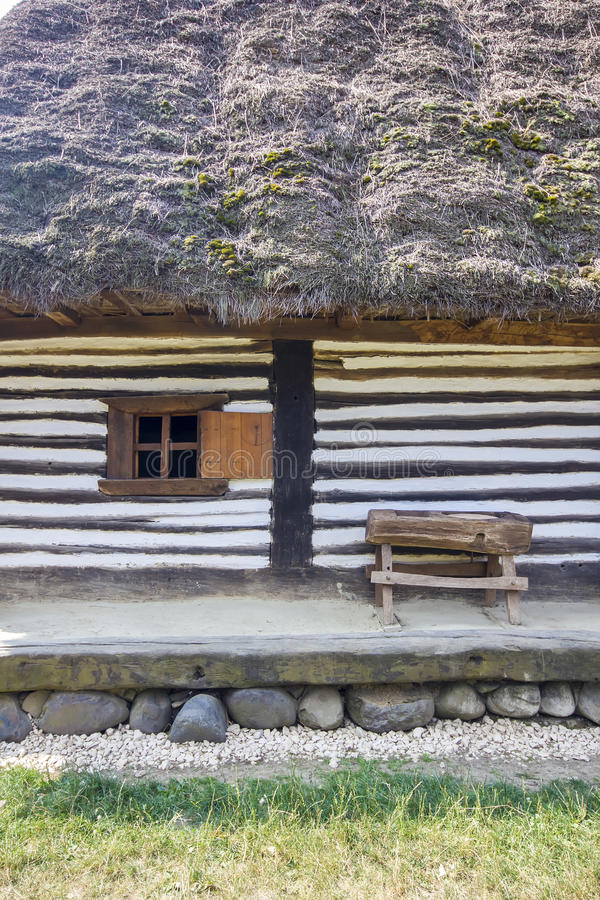 Casa rumena tradizionale di legno immagine stock