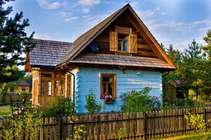 Casa rural de madeira no Polônia, região de Roztocze imagem de stock