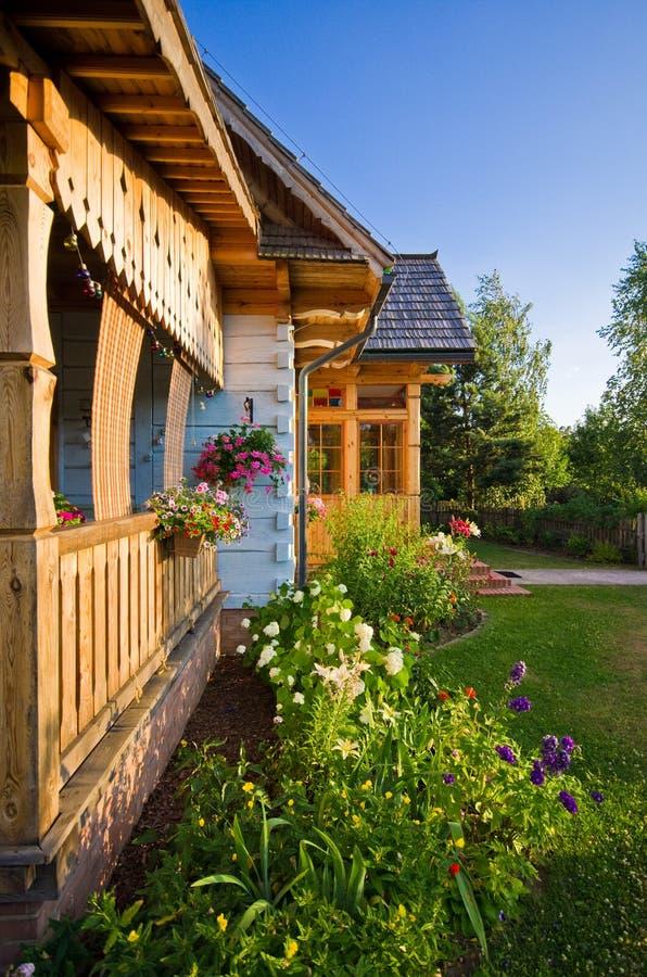 Casa rural de madeira no Polônia, região de Roztocze imagens de stock royalty free