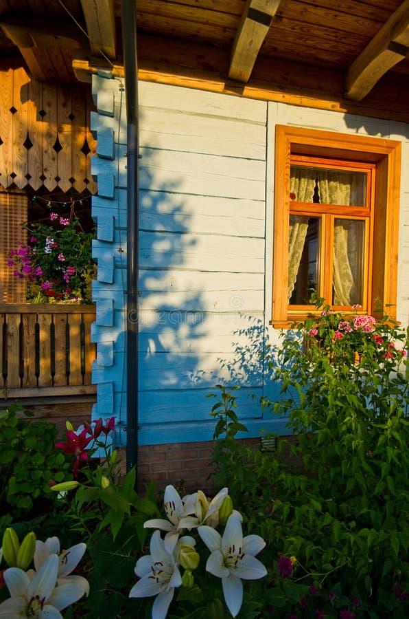 Casa rural de madeira no Polônia, região de Roztocze fotos de stock
