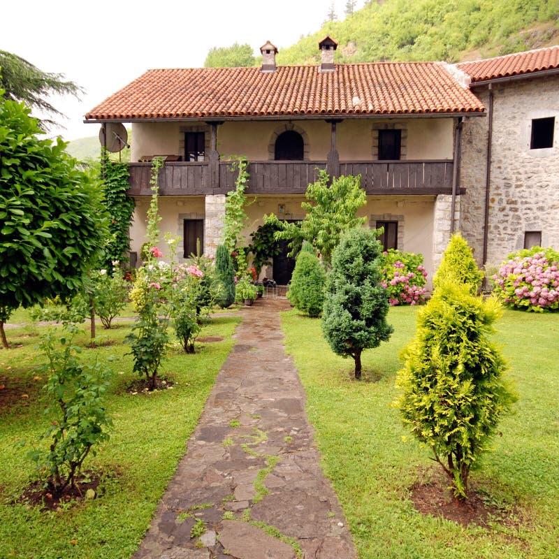 Casa rural de piedra con el jard n bonito de la caba a - Casa rural el jardin ...