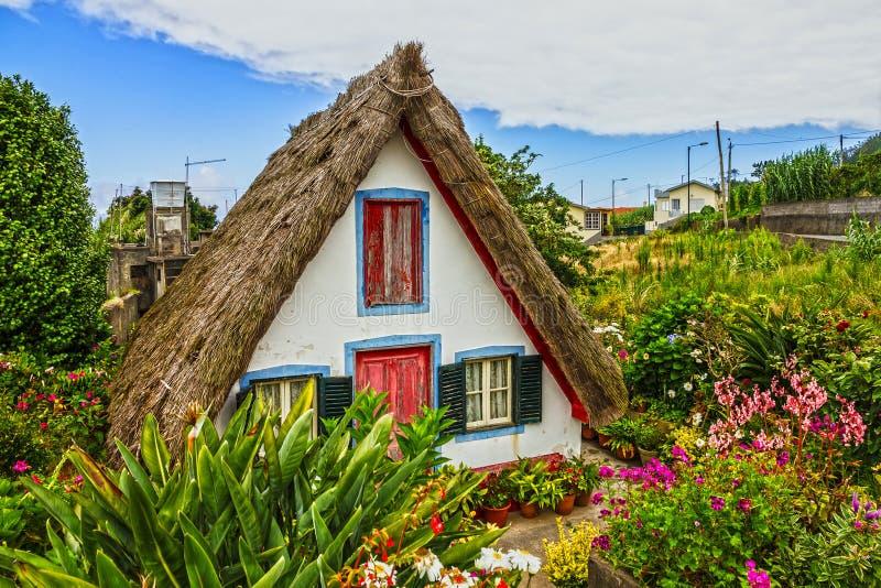 Casa rural tradicional en Santana Madeira, Portugal fotos de archivo