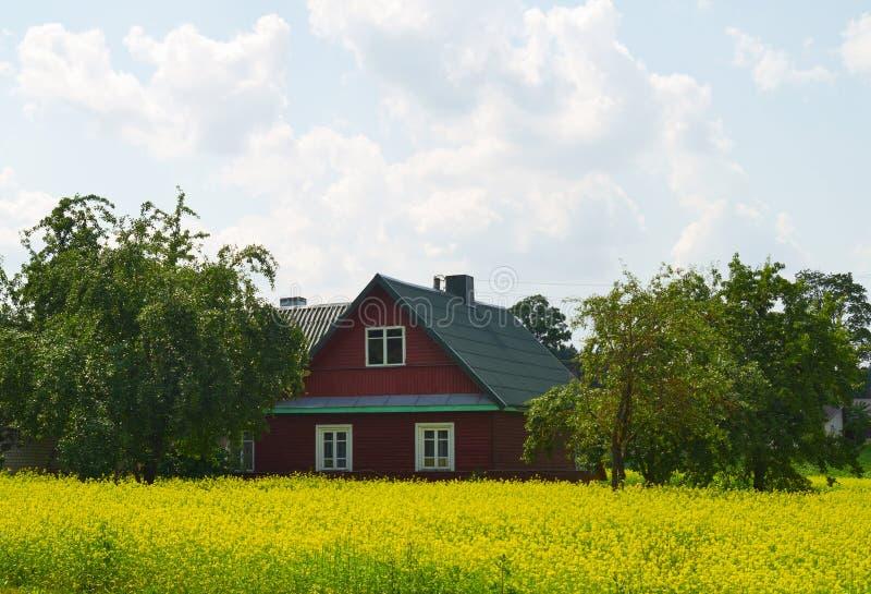Casa rurale sulla violenza fotografie stock
