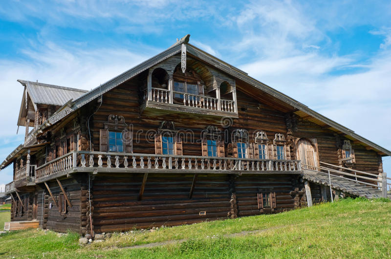 Casa russa tradizionale sull'isola Kizhi, Carelia, Russia immagini stock