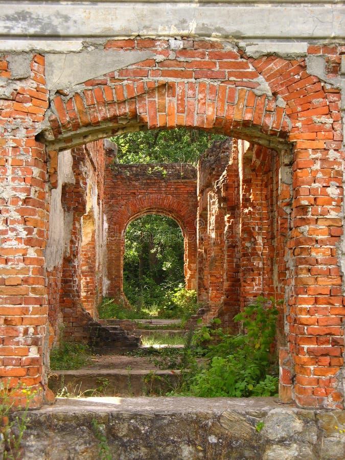 Casa señorial abandonada del siglo XIX del ladrillo rojo fotos de archivo