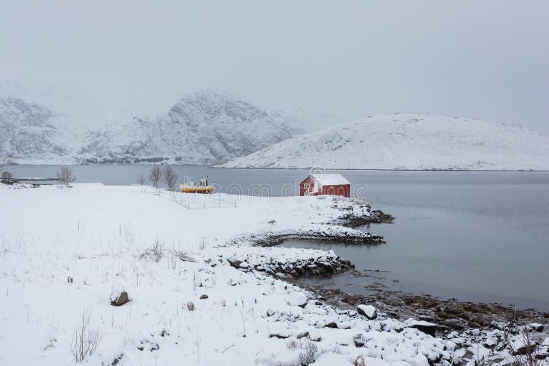 Casa sola di pesca di Lofoten immagini stock libere da diritti