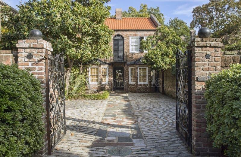 Casa storica di Charleston della via della chiesa fotografie stock
