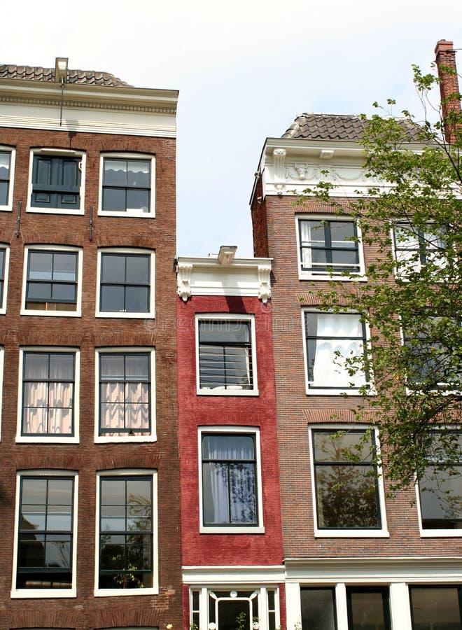 Casa stretta fotografia stock immagine di sedi europeo for Piani casa stretta casa