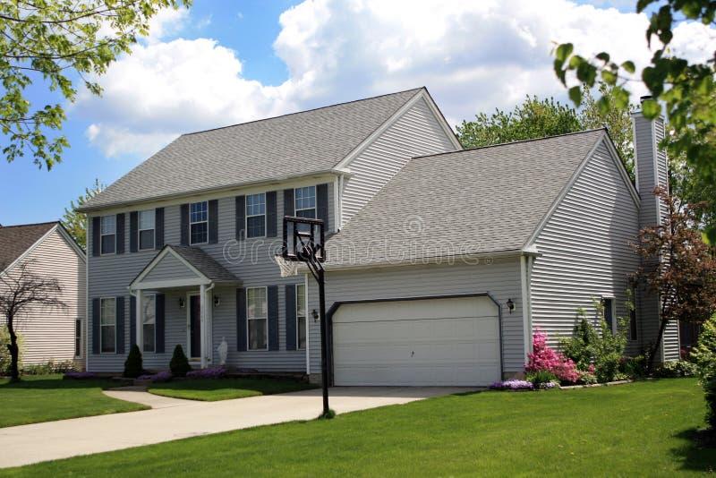 Casa suburbana immagine stock libera da diritti