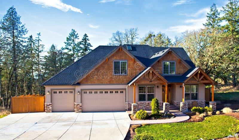 Casa suburbana imagem de stock