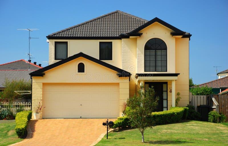Casa suburbana imagem de stock royalty free