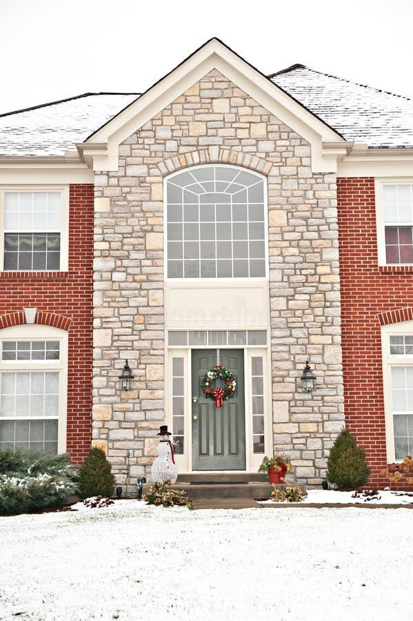Casa suburbana del mattone della vicinanza immagini stock