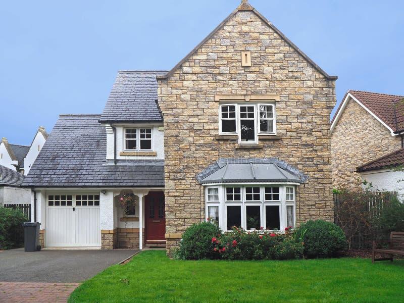 Casa suburbana inglesa fotos de stock royalty free