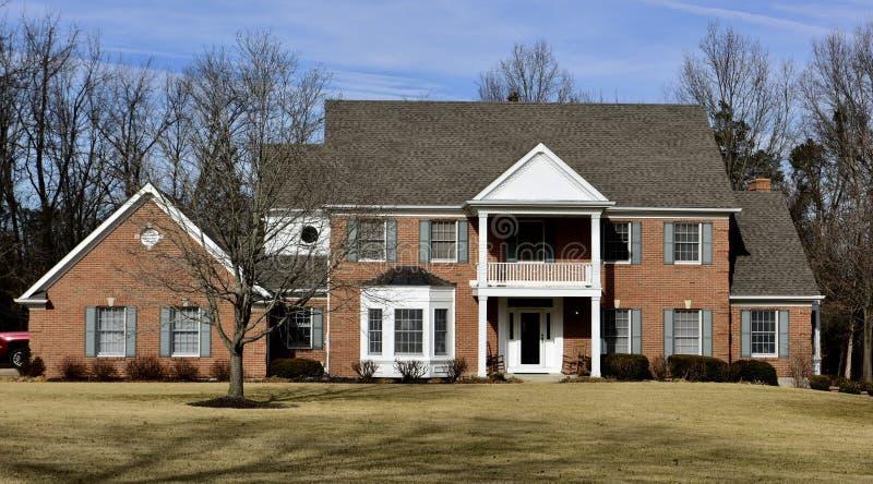 Casa suburbana moderna fotos de stock royalty free